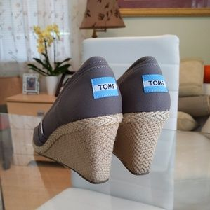TOMS LADIE'S SHOES